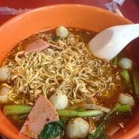 Photo taken at ฮัท(มาม่า) ปาก ระเบิด สาขา1 by Kanapoj S. on 5/11/2012
