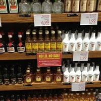 Photo taken at Island Gourmet Market by Cathy I. on 3/31/2013