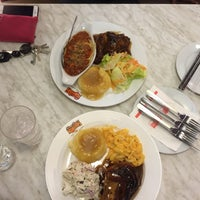 Photo taken at Kenny Rogers Roasters by Syamimi S. on 5/6/2016