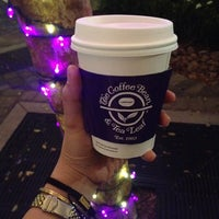 Photo taken at The Coffee Bean & Tea Leaf by Mimi G. on 11/12/2014