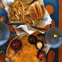 Photo taken at Islands Restaurant by Praew P. on 12/13/2015
