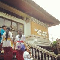 Photo taken at Pasar Seni Sukawati (Sukawati Art Market) by Tanti A. on 11/20/2013
