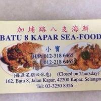 Photo taken at Batu 8 Kapar Seafood by Kenny H. on 6/21/2014