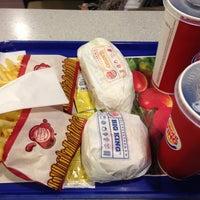 Photo taken at Burger King by Mario D. on 5/7/2013