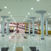 Photo taken at Madina Mall مدينة مول by Talal M. on 10/31/2012