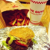 Photo taken at Five Guys by Jannie on 11/29/2012