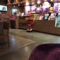 Photo taken at COFFINE GURUNARU by 송이 김. on 6/24/2014