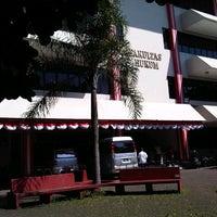 Photo taken at Fakultas Hukum Universitas Pancasila by Rangga K. on 8/19/2013