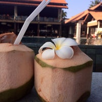 Photo taken at Le Méridien Koh Samui Resort & Spa @ Pool Bar by Nataly on 2/15/2014