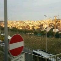 Foto tirada no(a) Burhaniye Mahallesi Metrobüs Durağı por Cengiz S. em 11/6/2016