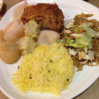Photo taken at Chowking by Marvie T. on 3/24/2015
