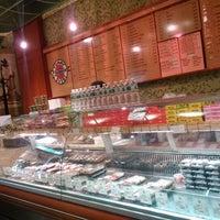 Photo taken at Yummy Sushi by Eduardo Y. on 12/10/2014