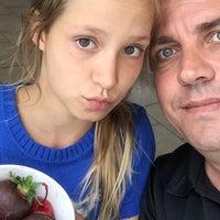 Photo taken at Menchie's Frozen Yogurt by Arjan d. on 7/8/2015