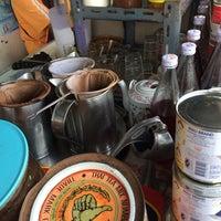 Photo taken at ซ้งกาแฟโบราณ หน้าคอนโดบ้านสุขุมวิท 77 by Dαяɛαм on 1/4/2014