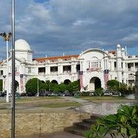 Photo taken at Mahkamah Tinggi Ipoh (High Court) by faizul p. on 9/9/2014