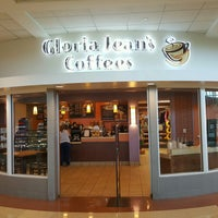 Photo taken at Gloria Jean's Coffees by Eric O. on 8/24/2016