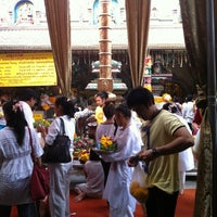 Photo taken at วัดพระศรีมหาอุมาเทวี (วัดแขก) Sri Mahamariamman Temple by Parinda J. on 10/14/2012