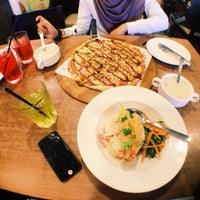 Photo taken at Pizza Hut by fatihah s. on 11/1/2015
