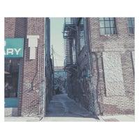 Photo taken at Graffiti Warehouse by Renato G. on 1/6/2016