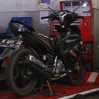 Photo taken at Yamaha Devina Motor by Dwi A. on 3/12/2014
