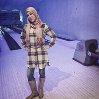 Photo taken at Golden Bowling by Marou N. on 11/30/2014