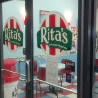 Photo taken at Rita's Italian Ice by Tim R. on 12/31/2013
