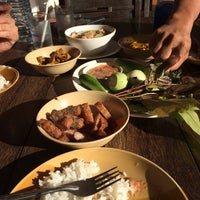 Photo taken at ร้านอาหารนายหัว by โอม ซ. on 9/24/2014