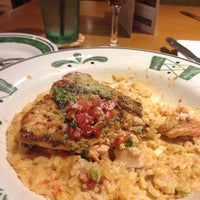 Photo taken at Olive Garden by Lynn S. on 5/9/2014