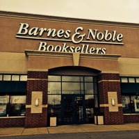 Photo taken at Barnes & Noble by 103372 -. on 10/15/2014