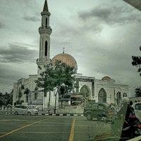 Photo taken at Masjid Al-Ghufran by Bob E. on 8/10/2016