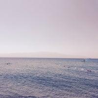 Photo taken at Hayat Bana Güzel Beach by Zafer Ç. on 9/15/2015