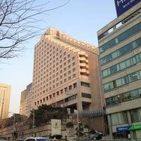 Photo taken at The Ritz-Carlton Seoul by Andreas E. on 4/4/2013
