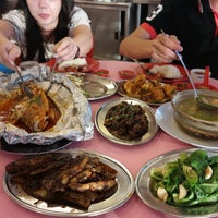 Photo taken at Jeti Kuala Selangor Seafood Restaurant by Annie L. on 3/9/2016