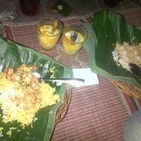 Photo taken at Nasi Jinggo Diponegoro by Eko T. on 4/30/2014