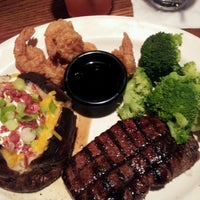 Photo taken at TGI Fridays by Mary Rose J. on 9/30/2012