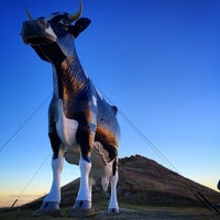 Photo taken at Salem Sue - World's Largest Holstein Cow by Don T. on 10/27/2014