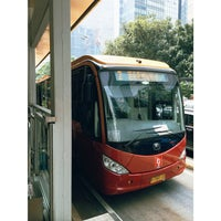 Photo taken at Halte TransJakarta Bunderan Senayan by Asuka Inc. on 9/8/2014