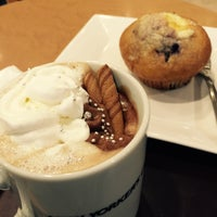 Photo taken at NEW YORKER'S Cafe 町田店 by じゃんるいじ べ. on 2/21/2016