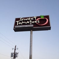 Photo taken at Sweet Tomatoes by Jose R. on 6/15/2014