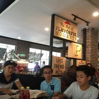 Photo taken at Pizza Hut by Heri A. on 5/29/2016
