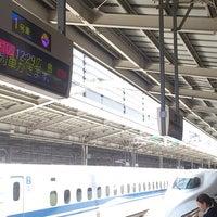 Photo taken at JR新大阪駅 21-22番ホーム by tuji.jp (. on 5/15/2013