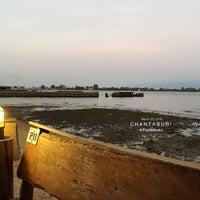 Photo taken at Krua Samed Dang by ChaTnaaN C. on 3/20/2016