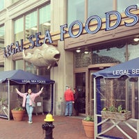 Photo taken at Legal Sea Foods by Missy B. on 3/29/2013
