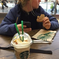 Photo taken at Starbucks by Giliam M. on 11/6/2016