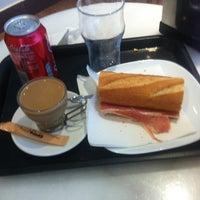 Photo taken at 365.cafè by Zahiu C. on 6/4/2015