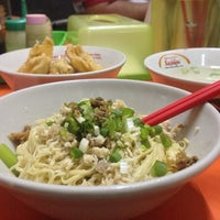 Photo taken at Mie Jakarta 69 Peterongan by Franses B. on 1/31/2016