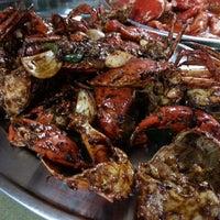 Photo taken at Batu 8 Kapar Seafood by Tracy P. on 10/19/2014