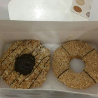 Photo taken at Big Apple Donuts & Coffee by Nabilaaa on 5/10/2016