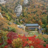 Photo taken at 봉정암 (鳳頂庵) by pchama [⊙_⊙] on 10/4/2014