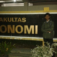 Photo taken at Universitas 17 Agustus 1945 (UNTAG) by Aly L. on 7/29/2015